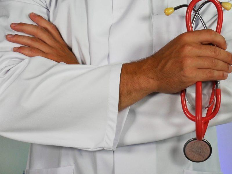 Examen clinique, performances diagnostiques, et échographie